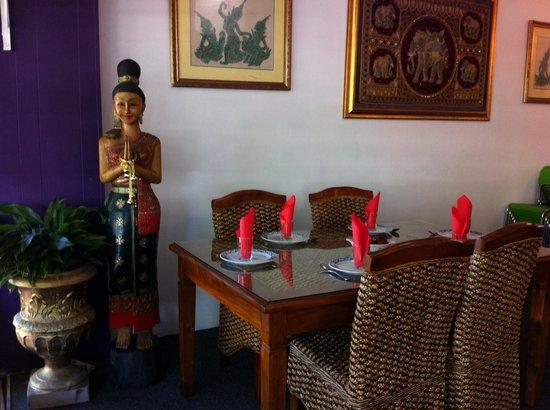 Suriyo Thai: Traditional Thai setting