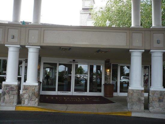 The Hotel Hershey: вход в отель