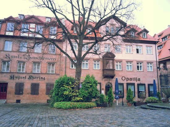 Merian Hotel : In front of the hotel