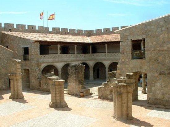 La Adrada, Espagne : Patio y Palacio