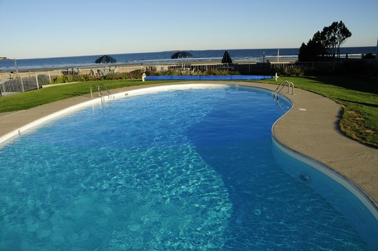 Royal Anchor Resort : heated pool with the beach view
