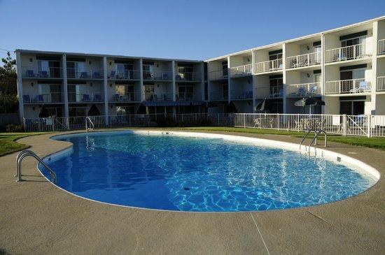 Royal Anchor Resort : rooms pool/beach view