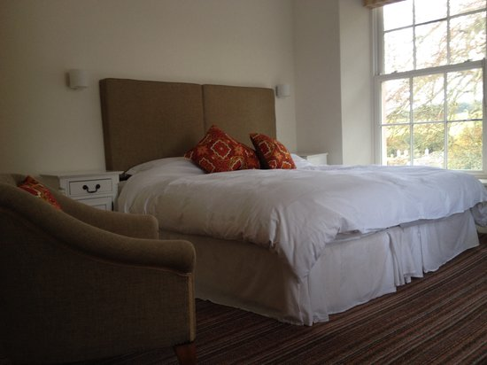 Syon House Hotel: Another superior with 6' bed or can be a twin. Wooded garden view. Large shower room ensuite wit