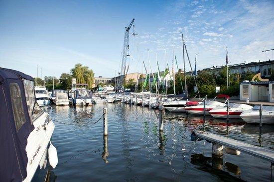 Hotel Spree-idyll: Yachthafen am Hotel