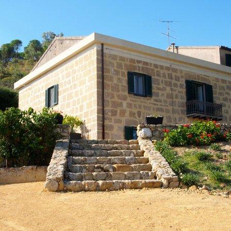 Ingresso esterno foto di la casa del poeta pergusa - Ingresso casa esterno ...