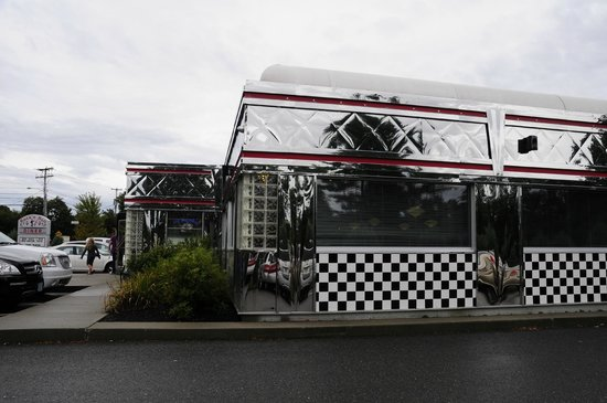 Rock and Roll Diner: external