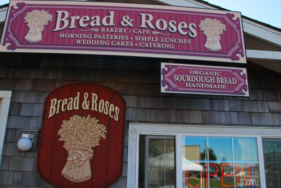 Yachats, Bread & Roses: outside sign