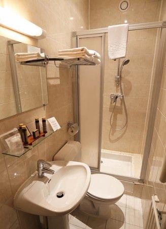 Hôtel des Arts - Montmartre: Bathroom (single room)