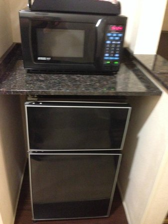 Comfort Suites: Microwave/Fridge