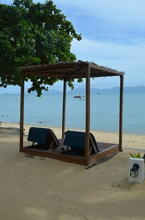 Peace Resort: Lounges for beachside villa