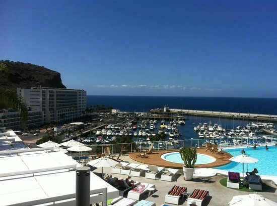 Marina Bayview : Pool and view