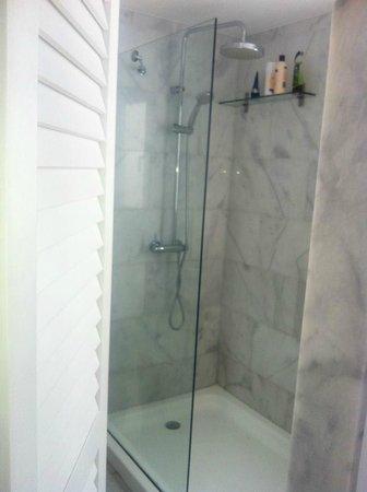 Marina Bayview: Shower
