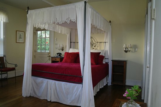 Centrella Inn: Lovely bed
