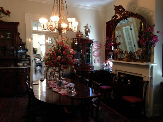 Shadowlawn Bed & Breakfast: Dinning room