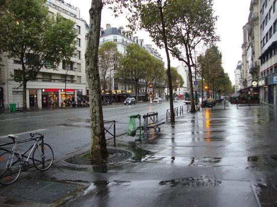 Hôtel Louison : main street near hotel