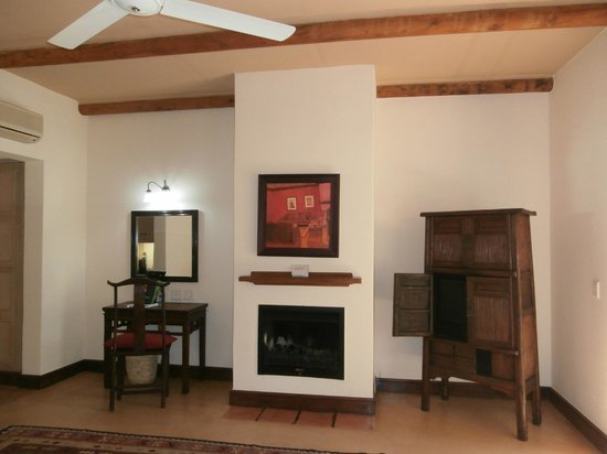 Spier Hotel : Operational Fireplace