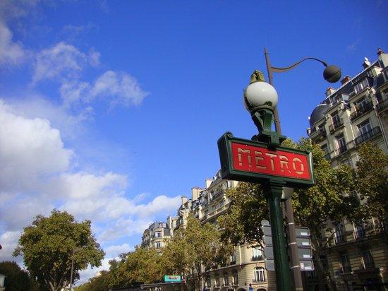 Hôtel Louison : nearby Metro