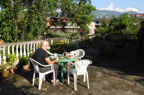 Sacred Valley Inn Pokhara: Breakfast with a view!