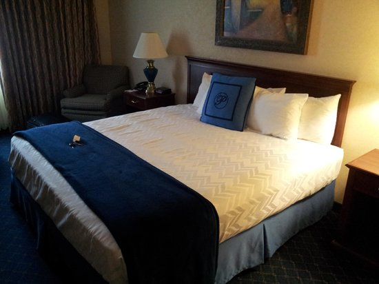 The Parkway Hotel: Bed