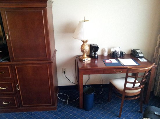 The Parkway Hotel: Desk