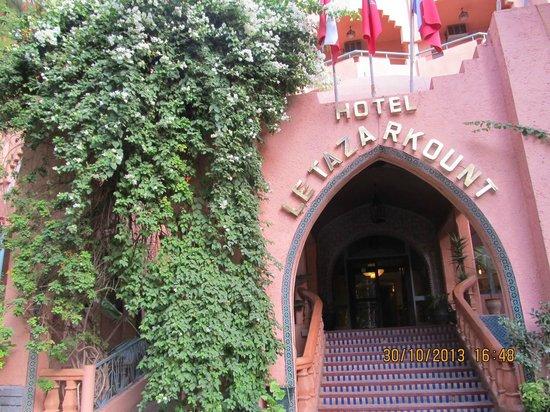 Chems Le Tazarkount: la scala che porta all'hotel