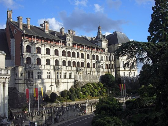 Hotel de France et de Guise: вид из номера на замок