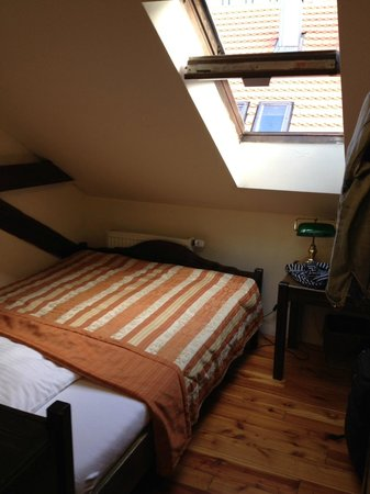 Brewery Hotel U Medvidku : Attic room~so so quaint and homey!