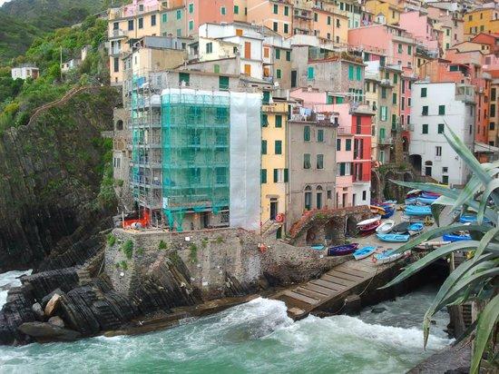 Case Vacanze Scorci Di Mare: Отель в самом нижнем ряду, розовый домик