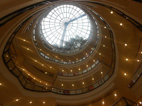 Harbour Plaza (Haiyi) Chongqing: Particolare del centro commerciale collegato all'albergo