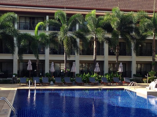 Deevana Patong Resort & Spa : Other pool near reception