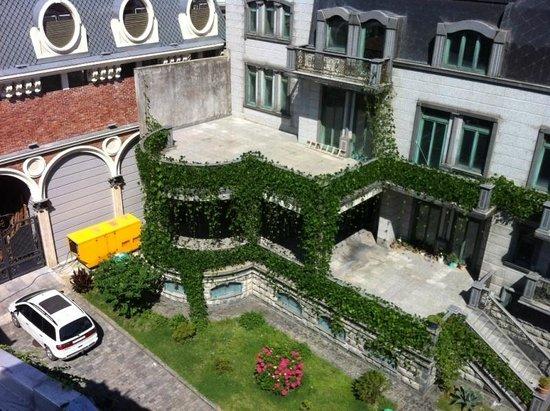 O Galogre : Двор отеля, вид на дом О.Галогре
