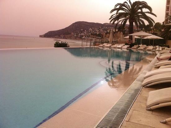 Apartamentos del Mar: the beautiful pool