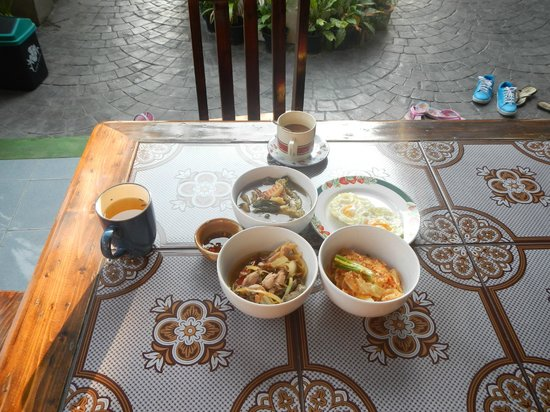 Baanlek Home Stay: Delicious breakfast