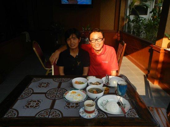Baanlek Home Stay: PLek and his wife