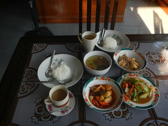 Baanlek Home Stay: breakfast