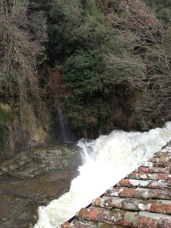 Residence La Ferriera: waterfall
