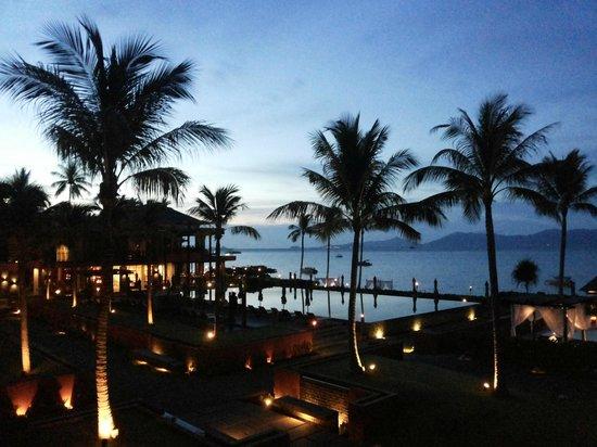 Hansar Samui Resort: Evening
