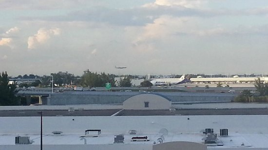 SpringHill Suites Miami Airport South: Airport View