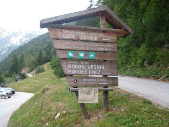 Govc Vrsnik Tourist Farm: Auf der Einfahrt zum Hotel