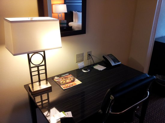 Wingate By Wyndham Tulsa: Desk