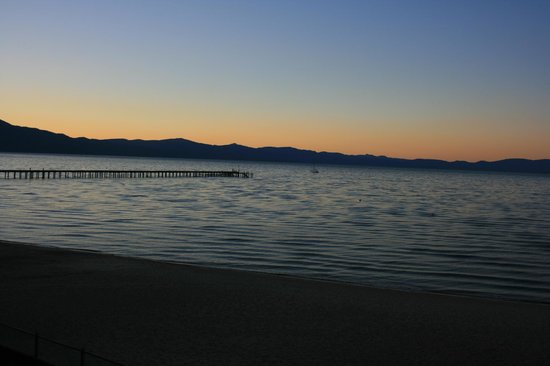 Tahoe Lakeshore Lodge and Spa: View of sunset from hotel room
