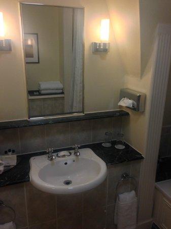 Bristol Marriott Royal Hotel: Room 1418 - bathroom