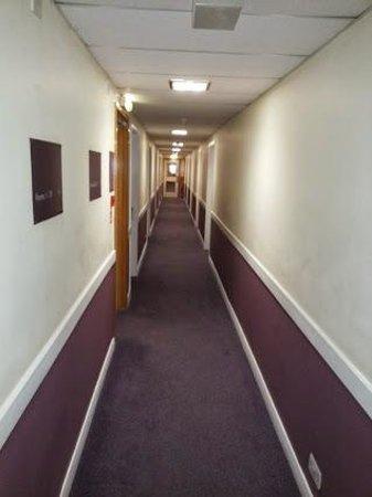 Premier Inn Bristol South Hotel: The corridor