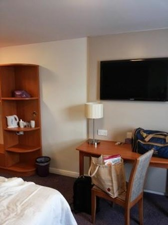 Premier Inn Bristol South Hotel: The big TV in the room