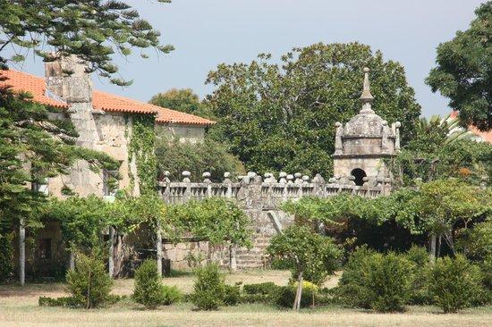 Bodegas del Palacio de Fefinanes: Cambados - Bodegas del Palacio de Fefiñanes -  Puente visto desde el interior