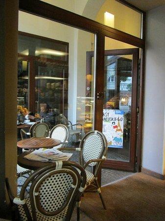 Vincent Cafe: Small entrance of Vincent