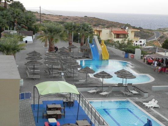 Blue Bay Resort Hotel: вид из номера на бассейны