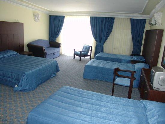 Temple Beach Hotel: family room