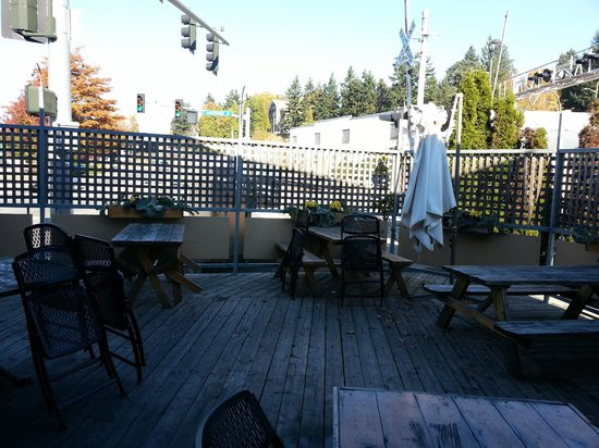 Skagit River Brewing Co: Outdoor seating