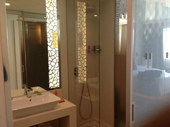 Hotel N'vY: salle de bains